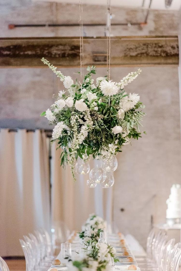 白色系婚礼花艺:纯洁之美