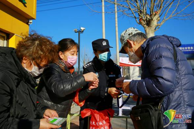 """社区""""警花""""范怡婷:与2600户居民共筑家园防线"""