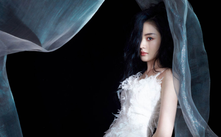 张天爱吊带白裙性感写真