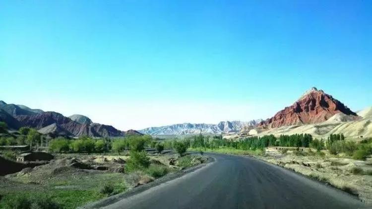这条荒废了50年的公路,风景美到窒息!