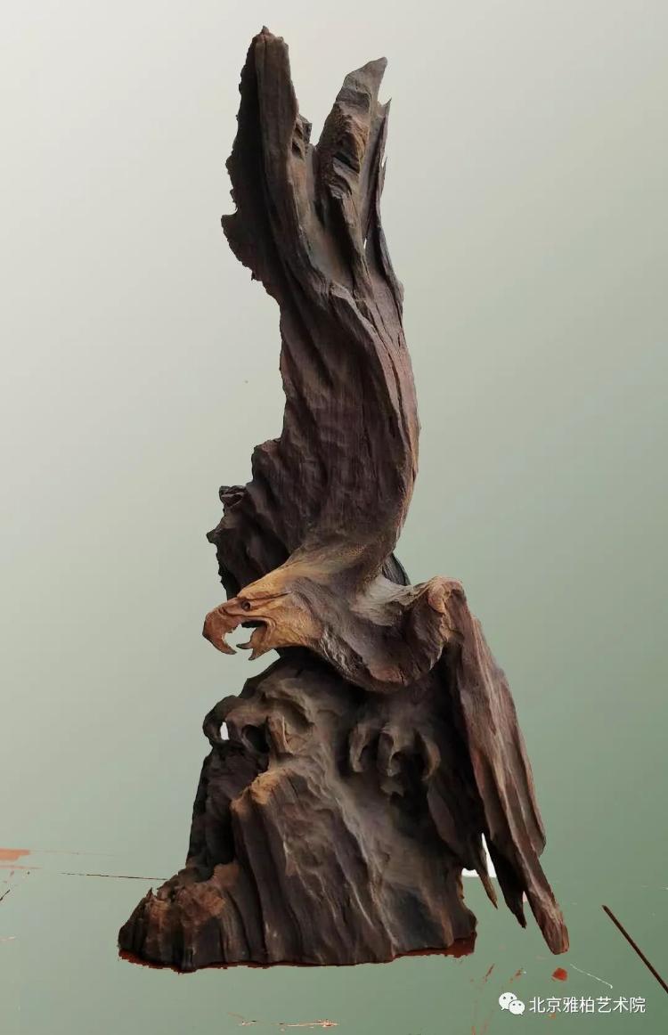 """根雕""""鹰""""的意象表达"""