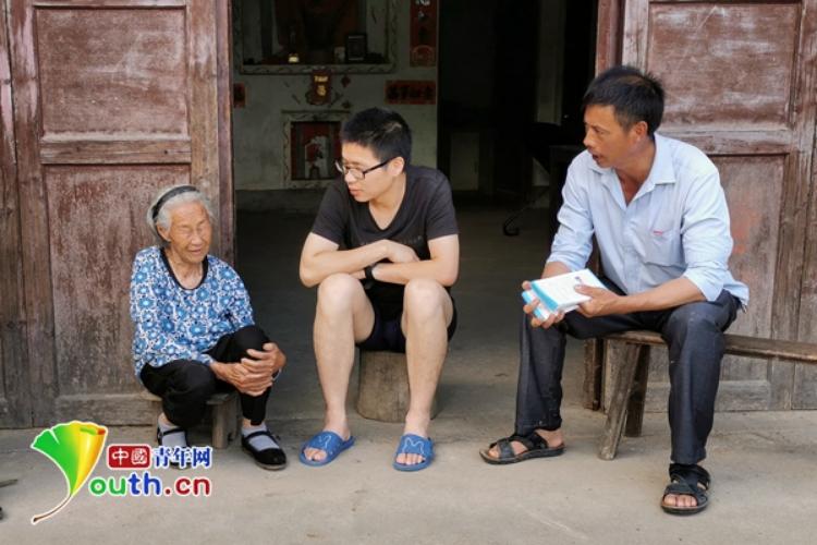 扶贫队员周浩:3年7本笔记 记录乡村扶贫路