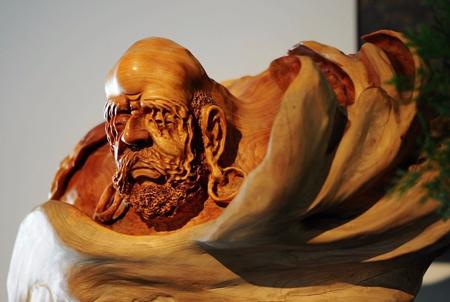 木根雕作品上漆的重要性