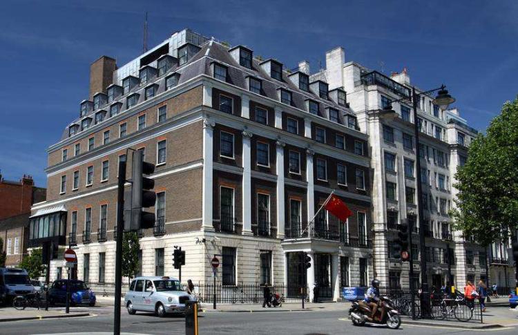 中国驻英使馆确认组织航班安排留学生回国
