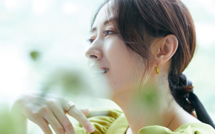 刘敏涛绿色套装清爽写真